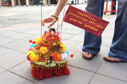 Photo of a part mobile‐temple, part carnival‐float